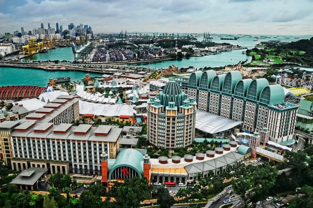 Resorts_World_Sentosa_viewed_from_the_Tiger_Sky_Tower,_Sentosa,_Singapore_-_20110131